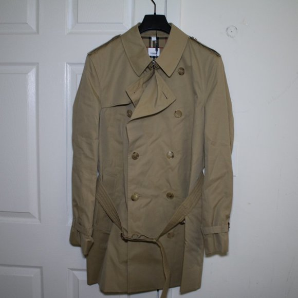 Burberry The Short Wimbledon Trench Coat